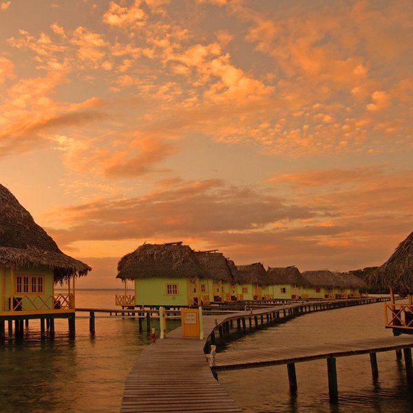 Punta Caracol Acqua Lodge